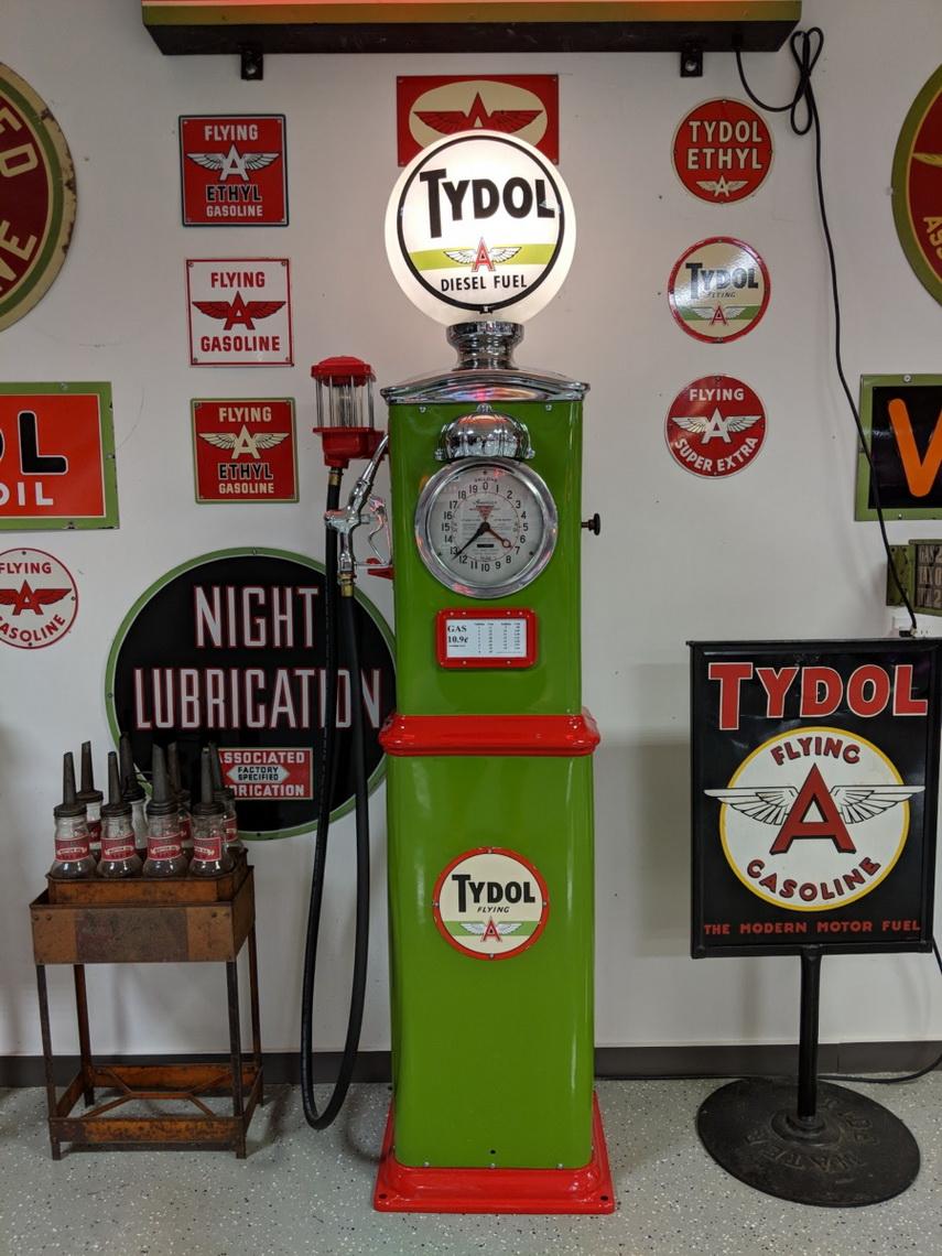 Petroliana - Gas Pumps   Route 32 Auctions   Vintage Gas